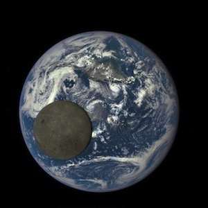 nasa-camera-moon-crossing-face-of-earth_20129140980.jpg